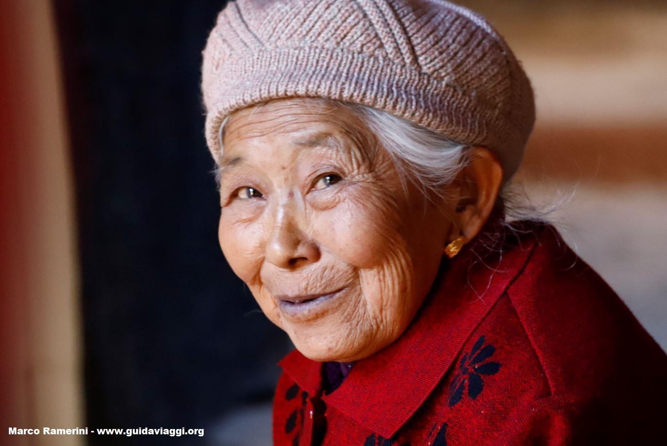 Donna, Shaxi, Yunnan, China. Autor e Copyright Marco Ramerini
