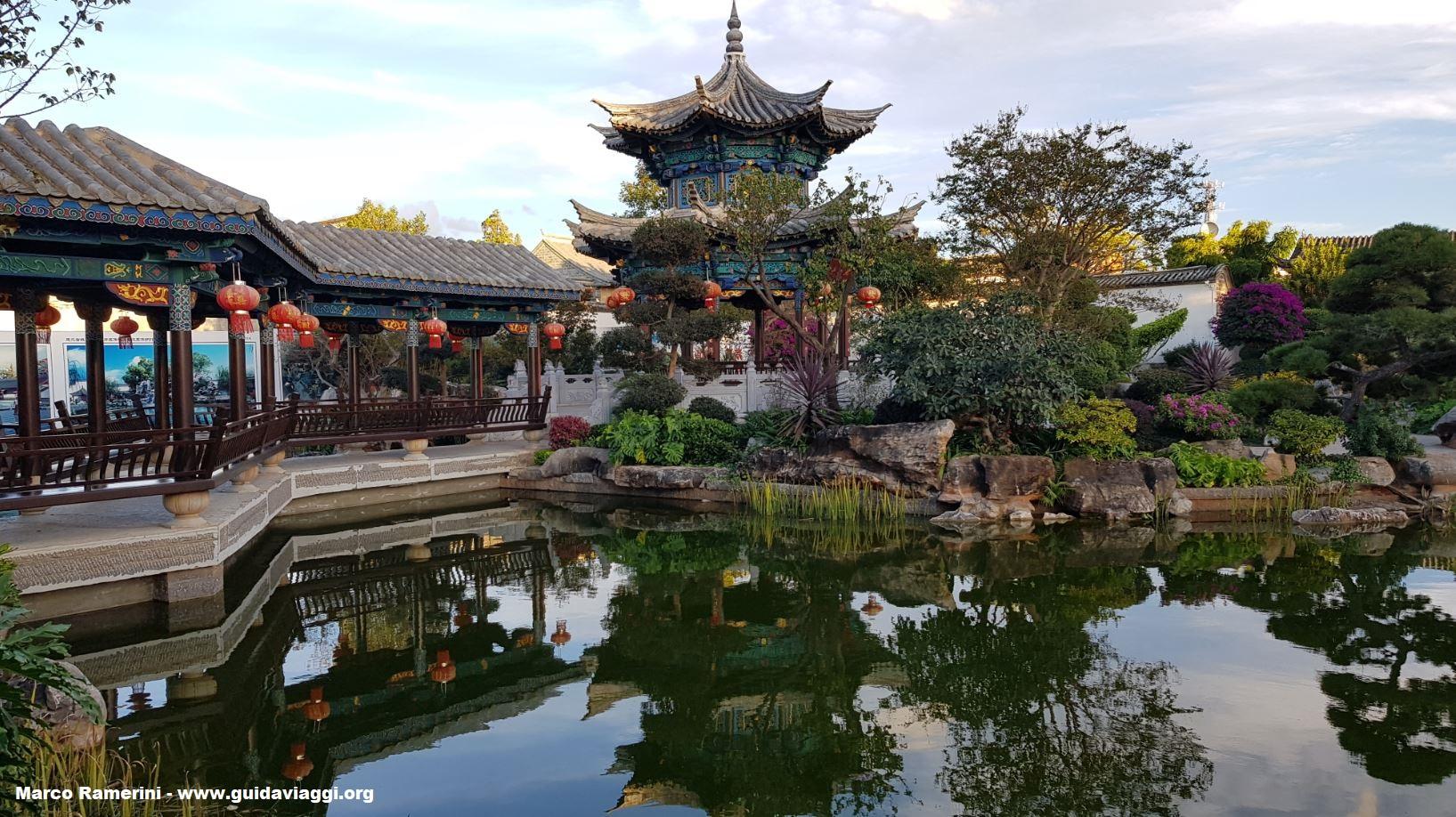 Jardim da Casa da Família Zhu, Jianshui, Yunnan, China. Autor e Copyright Marco Ramerini.