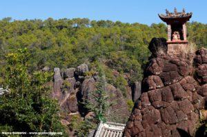 Monte Shibao (Shibaoshan), Yunnan, China. Autor e Copyright Marco Ramerini.