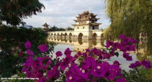Ponte dos Dragões Gêmeos (Ponte de Shuanglong), Jianshui, Yunnan, China. Autor e Copyright Marco Ramerini