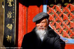 Homem, Shigu, Yunnan, China. Autor e Copyright Marco Ramerini.