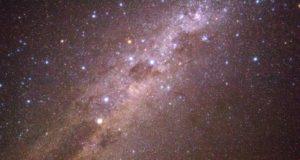 A Via Láctea com o Cruzeiro do Sul e Eta Carinae. Deserto de Atacama, Chile Autor e Copyright Marco Ramerini
