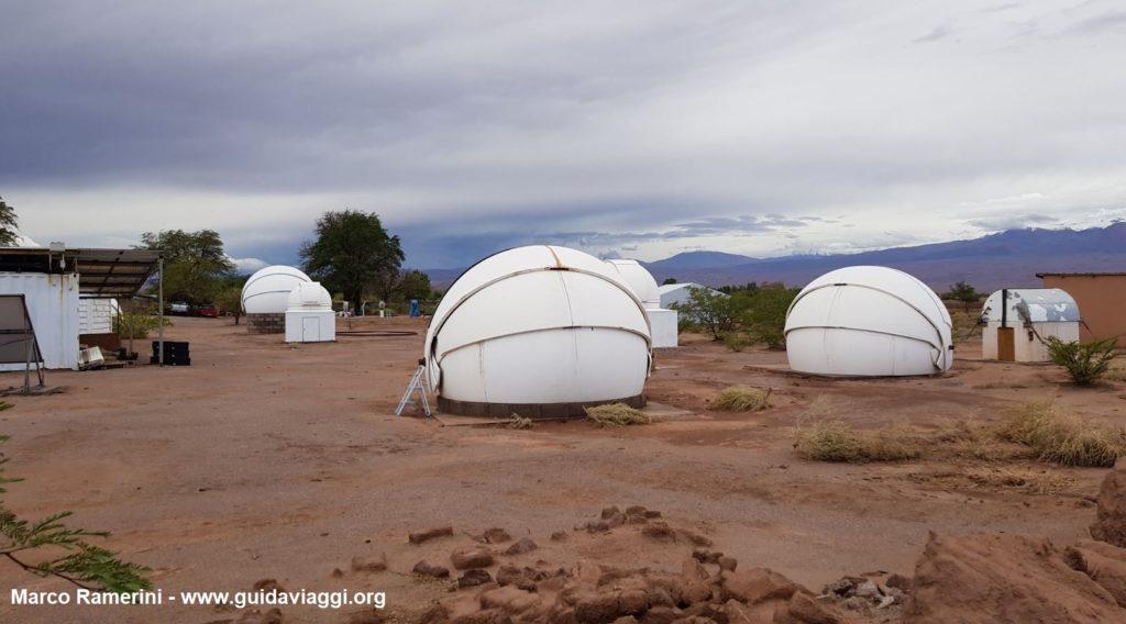 As cúpulas dos telescópios do observatório astronômico de Alain Maury, San Pedro de Atacama, Chile. Autor e Copyright Marco Ramerini.