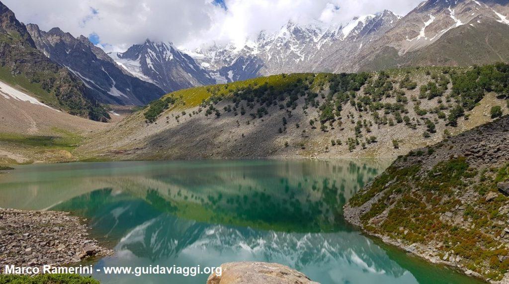 O Lago Rama e o Nanga Parbat, Paquistão. Autor e Copyright Marco Ramerini