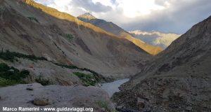 O desfiladeiro do rio Indus, Baltistão, Paquistão. Autor e Copyright Marco Ramerini