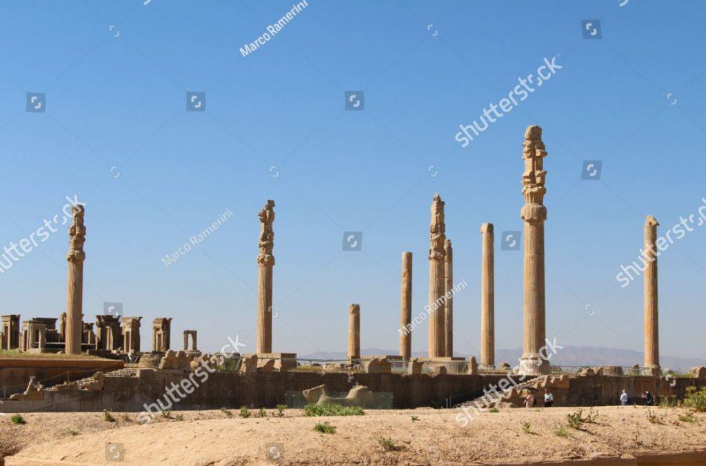 Colunata de Persépolis. Ruínas da capital cerimonial do Império Persa (Império Aquemênida), Irã. Autor e Copyright Marco Ramerini
