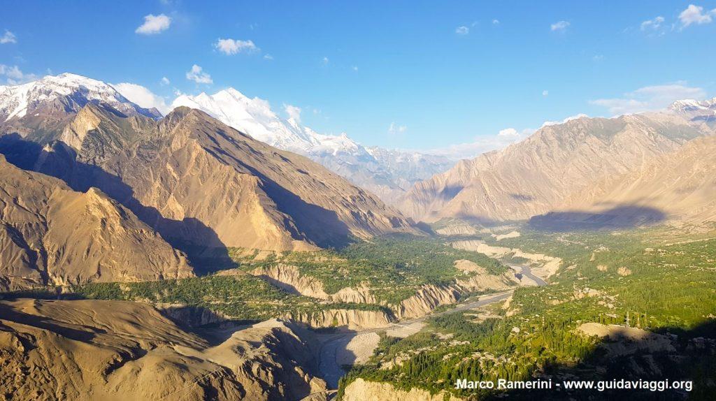 O vale de Hunza com o Rakaposhi. Paquistão. Autor e Copyright Marco Ramerini