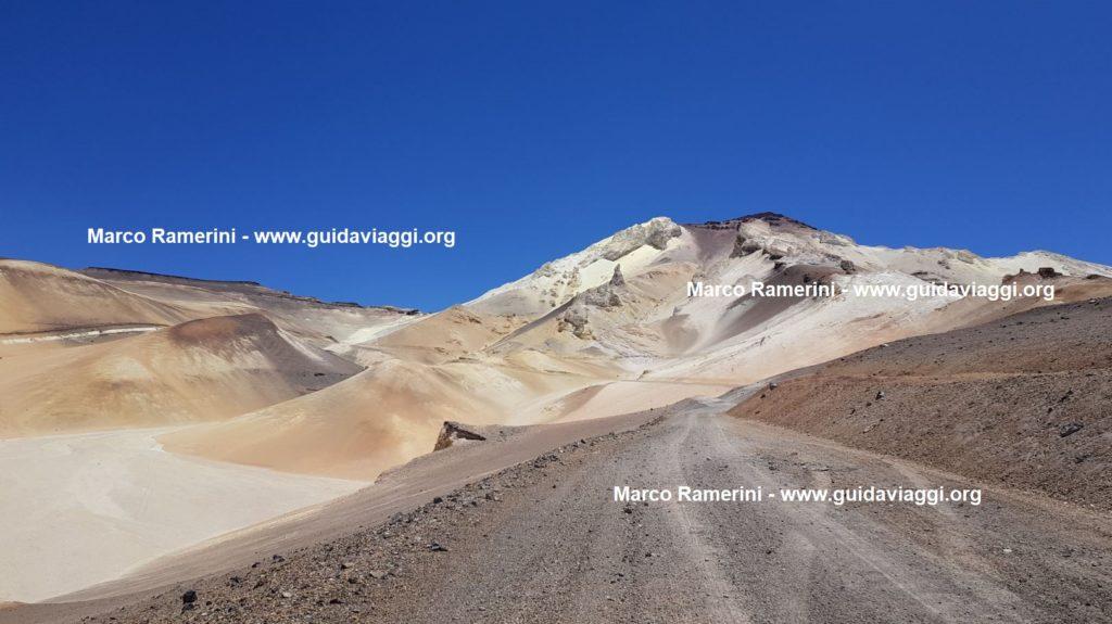 A montanha de enxofre de Mina Julia, Argentina. Autor e direitos autorais Marco Ramerini