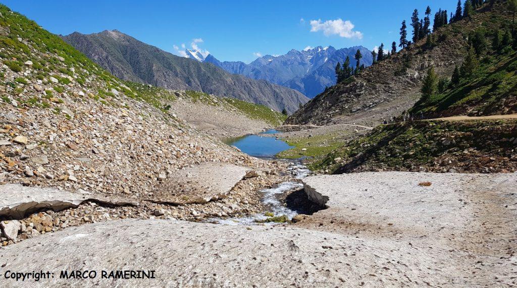 A estrada que leva ao Lago Rama, no Paquistão. Autor e Copyright Marco Ramerini