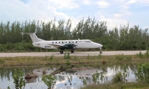 O avião que liga o aeroporto de Stella Maris com Nassau. Long Island, Bahamas. Autor e Copyright Marco Ramerini