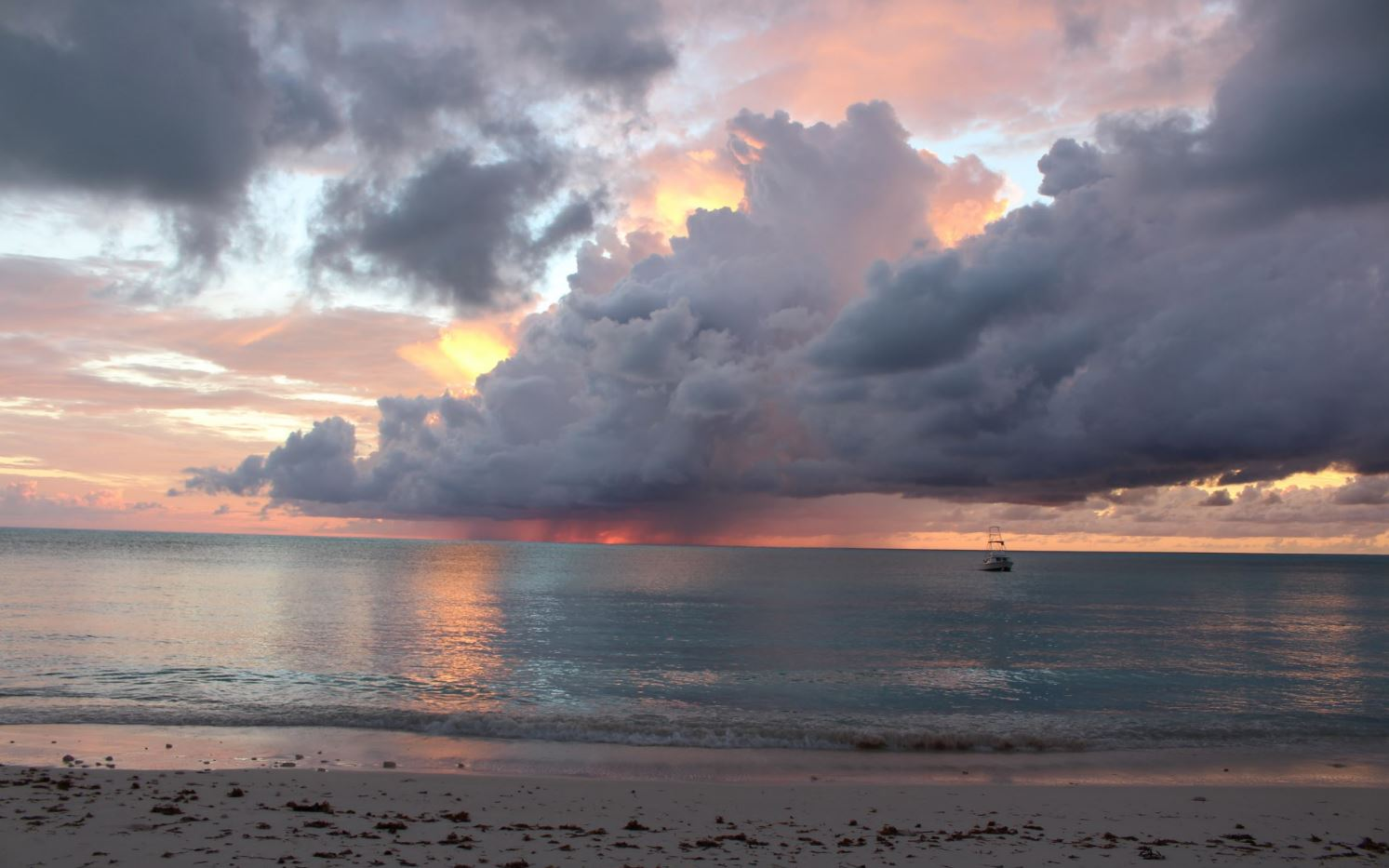 Espectacular pôr do sol, Cape Santa Maria Beach Resort, Long Island, Bahamas. Autor e Copyright Marco Ramerini