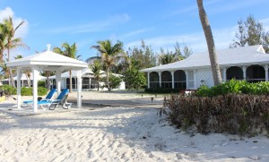 Two-Bedroom Beachfront Bungalow, Cape Santa Maria Beach Resort, Long Island, Bahamas. Autor e Copyright Marco Ramerini
