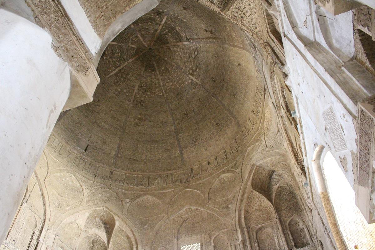 A cúpula Nezam al-Molk, Grande Mesquita (Mesquita Jāmeh), Isfahan, Irã. Autor e Copyright Marco Ramerini
