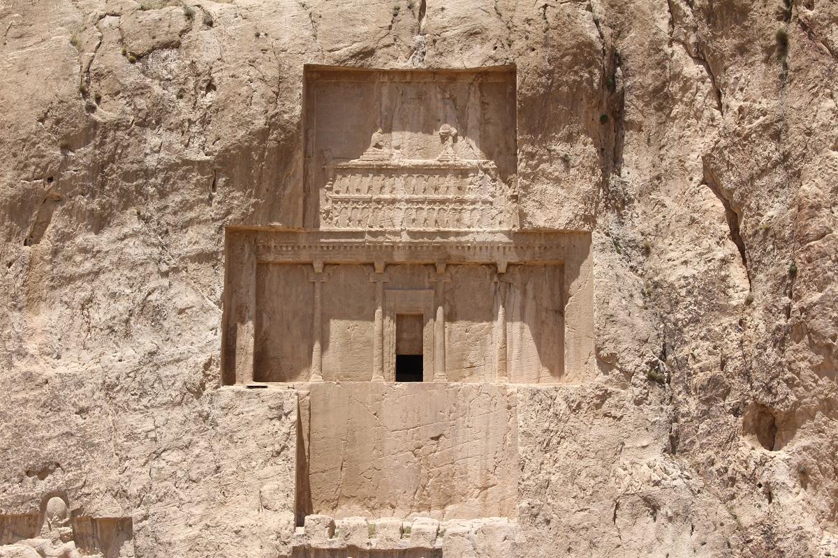 O túmulo de Dario I, Naqsh-e Rostam, Irã. Autor e Copyright Marco Ramerini