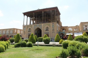 Palácio de Ali-Qapu, Praça de Naqsh-e Jahan, Isfahan, Irã. Autor e Copyright Marco Ramerini,