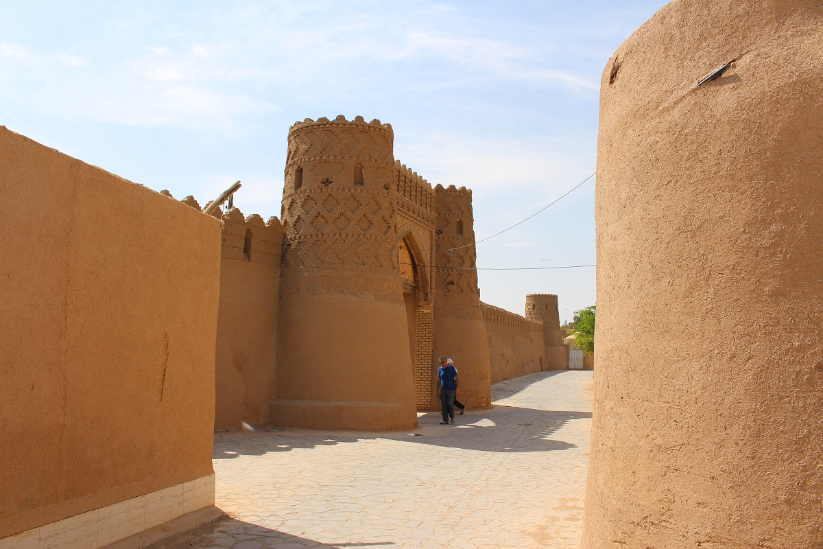 Porta das muralhas, Meybod, Irã. Autor e Copyright Marco Ramerini